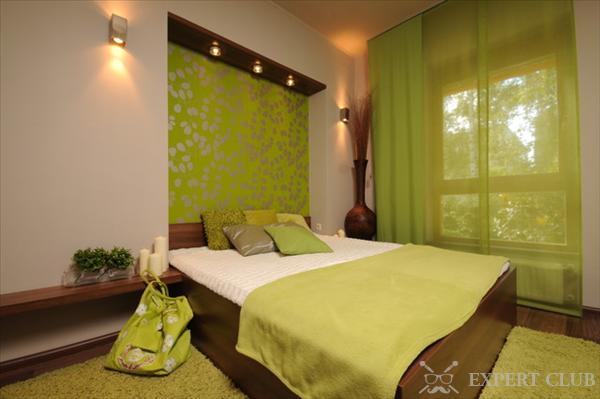 спальня с зелеными обоями фото