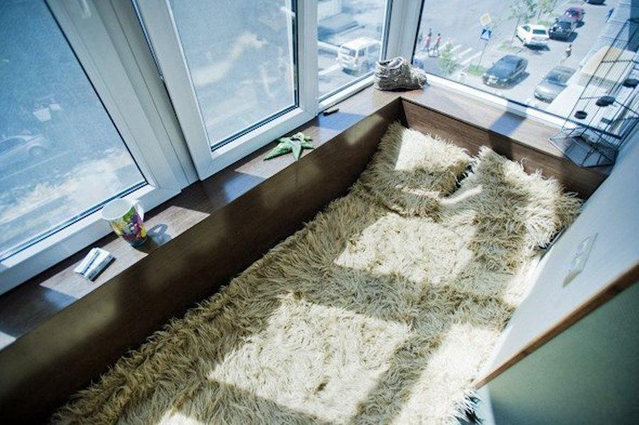 Кровать на лоджии дизайн фото