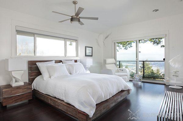Деревянная кровать в любом случае заскрипит