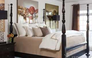 Высокая кровать в спальне