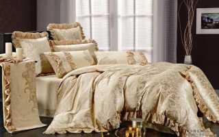 Атласное постельное белье как признак богатства и роскоши